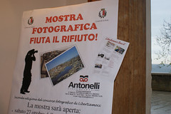 "allestimento della mostra fotografica ""Fiuta il rifiuto"" • <a style=""font-size:0.8em;"" href=""http://www.flickr.com/photos/68353010@N08/8131362558/"" target=""_blank"">View on Flickr</a>"