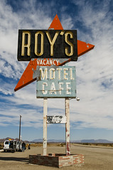 Roy's Motel & Cafe (Curtis Gregory Perry) Tags: california old usa luz sign photography licht photo cafe neon unitedstates desert lumire united motel 66 aviso route northamerica states luce muestra signe sinal roys amboy  zeichen  non segno nen       teken   motell              motelli  motelis