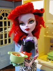 Baciate la cuoca (Eilantha DamaIndaco) Tags: doll fifties singer rockabilly burlesque fashiondoll phantomoftheopera operetta fantasmadellopera monsterhigh velvetroselee