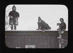 PEM-BST-GP1380 Tre barn p tak (Perspektivet Museum) Tags: roof winter snow playing norway barn children fun norge vinter play norwegen nor tak moro sn lek troms troms leker perspektivetmuseum glasspositives komager boyestrm glasspositiv
