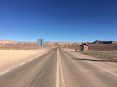 """Le désert d'Atacama:  la ruta del desierto. La route du désert et de la Valle de la Muerte. <a style=""""margin-left:10px; font-size:0.8em;"""" href=""""http://www.flickr.com/photos/127723101@N04/29149901381/"""" target=""""_blank"""">@flickr</a>"""