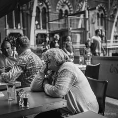 Untitled, St Pancras (Paul Perton) Tags: 50 leicam9 leicasummilux50mmf14 london stpancras blackandwhite bw candid people square street streetphotography urban