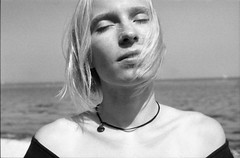 Janne (Juliet Alpha November) Tags: ilford pan 100 analogue analog film 35mm bw sw portrait portrt outdoor hair blonde haar blond jan meifert