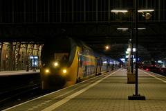P2390911 (Lumixfan68) Tags: eisenbahn zge triebzge talbot doppelstockzge ddvrim elektrozge ns niederlndische staatsbahn amsterdam centraal nachtaufnahmen