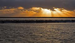 Amanecer en Las Salinas (Fotgrafo-robby25) Tags: atardecer fujifilmxt1 nubes parqueregional rayosdesol salinasyarenalesdesanpedrodelpinatar sanpedrodelpinatarmurcia