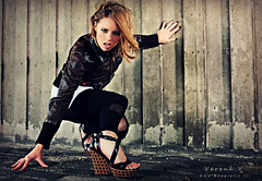 RAW (Reografie) Tags: light urban woman cold girl leather wall concrete grid shoes raw leer ground heels beton steen verena botlek expressie sleehak strobist nibbie reografie