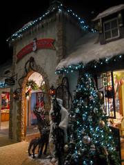 Christmas Store (pianoforte) Tags: christmas store yankeecandle southdeerfield southdeerfieldma massachusettsflagship