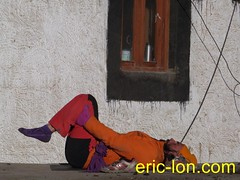 Eric Lon yoga at Demul (40) (Eric Lon) Tags: india cold yoga energy dynamic tibet heat practice souffle himalaya breathe froid warming spiti breathing inde tibetain himalayen chaleur activate respiration ericlon rechauffer demul acriver