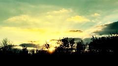 """Resplandor"" (atempviatja) Tags: atardecer sol carretera paisaje resplandor"