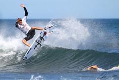 Leon Glatzer (omar suarez asturias) Tags: surf leonglatzer surfing playadesalinas costarica costaricense deporte deportes vuelo volando aereo air airelibre waves wave ola olas 150600mm asturias asturiasparaisonatural espaa spain canon canon70d luz airshow airlines volcom style lifestyle