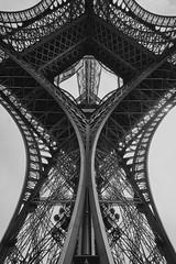Torre Eiffel 12 B&N (CarlosJ.R) Tags: pars torre torreeiffel francia eiffel