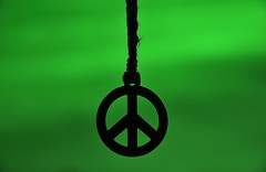'Yes to peace' (Jordi sureda) Tags: peace jordisureda simple green verd creative photography bokeh negro nikkor nikon black amor paz creativitat creatiu composition fotografia impacto minimal minimalism one original