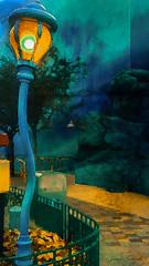 Le Monde de Nemo (jeanfenechpictures) Tags: disneylandparis nemo coaster crushs crush studios waltdisneypictures waltdisney europe france ildedefrance french parc park attractions amusement resort rverbre rue street lamppost marnelavalle crushscoaster lumire lignt couleurs colors bleue blue poisson fish