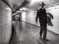 Hombre con sombrero (jfraile (OFF/ON slowly)) Tags: tunel metro subway paseodegracia barcelona jfraile javierfraile blancoynegro streetphotography
