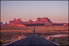 Road to Wonder (Ingo Tews) Tags: usa united states america unitedstates vereinigtestaaten amerika nature natur wanderlust travel outdoor tranquility ruhe stille landschaft beautiful morgen morning sunrise sonnenaufgang arizona monumentvalley monument valley summer sommer surfinusa roadtrip rock stein rocks felsen light licht navajo monumental desert wueste sand dry trocken goodmorning red rot stone mountains road strasse construction forrestgumppoint utah