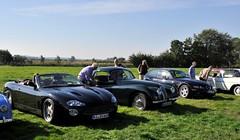 New and old Jaguar XKs (Pim Stouten) Tags: arden british car auto wagen pkw vhicule macchina burgzelem jag jaguar xk bmw z3 coup e368 fhc roadster xk8