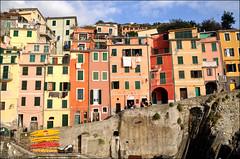 Riomaggiore (leuntje) Tags: italy italia liguria unescoworldheritagesite unesco explore cinqueterre riomaggiore rimazu