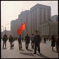 Victory Day XIII (Stefan G.) Tags: 120 6x6 film analog mediumformat square theater moscow flag parliament victory soviet analogue worldwar 2012 duma pentaconsixtl  biometar2880mc