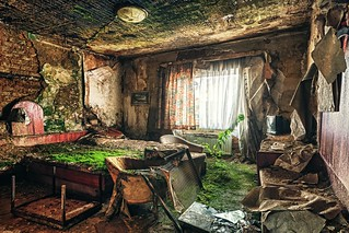 Room of the green blanket