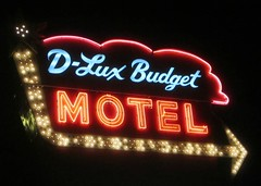 D-Lux Budget Motel, Alsip, IL (stoneofzanzibar) Tags: neon motels arrowsigns alsip notellmotel