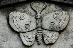 Freilichtmuseum Heckengarten (michael_hamburg69) Tags: friedhof cemetery butterfly germany deutschland headstone tomb tombstone hamburg grab freilichtmuseum ohlsdorf schmetterling grabmal parkfriedhof heckengarten