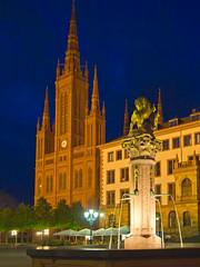 Marktbrunnen, Neues Rathaus & Marktkirche Wiesbaden (Stadtlichtpunkte) Tags: building architecture night germany wiesbaden nacht rathaus neues marktkirche marktbrunnen