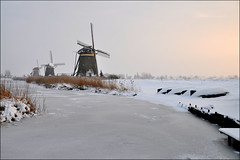 winter light (leuntje) Tags: winter sneeuw explore polder ijs leidschendam windmolen vorst stompwijk molengang winterlicht driemanspolder wilsveen poldermolen molendriegang grondzeiler bovenmolen ondermolen middenmolen achtkanter nieuwedriemanspolder