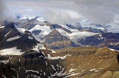 5.000 meter above sealevel (Reinhard.Pantke) Tags: panorama usa mountains tree ice alaska clouds wow nationalpark wilde natur flight aerialview glacier berge adventure ridge american northamerica amerika gletscher eis landschaft rugged tourismus titelbild ridges wrangell gebirge grat schroff wrangellstelias eismassen touristisch stelias kennicott wildernis abenteuer majesttisch spektakulr amerikanische niemand nordamerika gletscherspalten lastfrontier querformat kologie mountdrum wildlandscape wrangelleliasnationalpark kupfermine panoramaflug noboday northamerika prachtvoll klimanderung coverbild kupfermiene