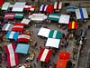 Les tentes du marché depuis le clocher de la collégiale Notre-Dame. (Gilles Daligand) Tags: aveyron jeudi marché placenotredame rouergue villefranchederouergue vuedepuisleclocherdelacollegialenotredame