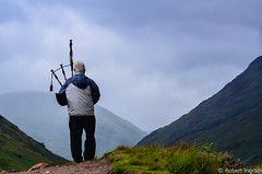 DSC_2596 (iggythump) Tags: glencoe scotland scottishhighlands bagpipes bagpiper