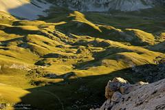 Luci e forme di Campo Pericoli (EmozionInUnClick - l'Avventuriero's photos) Tags: campopericoli gransasso doline tramonto