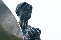 Mensa (Stefanie Zehfuss) Tags: 2014 apfel figur gwhkalender gesicht hand hasloch mensa statue