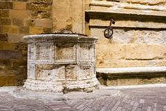 Pozza d' Acqua (husiphoto) Tags: toscana italy brunnen alt old fountain pienza