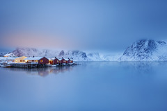 Blue Cloud (Ral Podadera Sanz) Tags: lofoten norway noruega viaje travel nube azul reflection reflejos cabin sea ocean red calm mountain fiord fiordo nieve niebla mar oceano fog