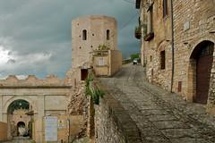 entrata di Spello (Crimilde_) Tags: italy borgo umbria spello portavenere