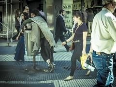 El habitante de la calle Florida (Elizabeth Padilla) Tags: street travel viaje urban blackandwhite blancoynegro argentina blackwhite buenosaires pentax streetphotography streetlife urbana streetphoto urbano pentaxq streetf8photography