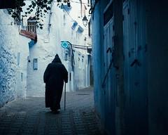 L'ombre de la vieillesse (cafard cosmique) Tags: africa mountain photography photo foto image northafrica morocco maroc chaouen chefchaouen marruecos marokko rif marrocos afrique chefchouen xaouen chouen afriquedunord    bluetowncity