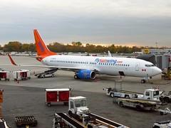C-GOFW (redlegsfan21) Tags: airport montréal pierre swg international boeing airlines elliott wg yul trudeau 737800 sunwing cyul cgofw