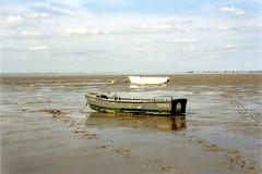 Atlantico (fotomie2009) Tags: france beach boats coast barca tide low bretagne barche atlantic francia bassa marea bretagna