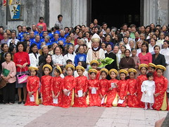 St Josephs Cathedral in Hanoi (mbphillips) Tags: fareast southeastasia 越南 ベトナム 베트남 asia アジア 아시아 亚洲 亞洲 mbphillips canonixus400 people gente 人 사람들 geotagged photojournalism photojournalist christian christianity cathedral hanoi capital 首都 수도 travel việtnam vietnam vietnamese