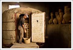 Artesano (PloPh) Tags: fez manual marruecos horno trabajador artesano guijarro anfora jarrn cruzadas vasijas coccion cruzadasgold cruzadasii cruzadasiii