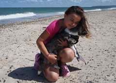 Freja&Leo (perrape1) Tags: freja leo beach ocean summer dog girl kids chihuaua morning sand pomchi animal animals