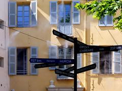 (MAGGY L) Tags: dmcfz200 faades fentres panneaux directions international loin poteau monde distances