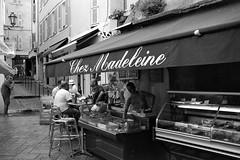 Chez Madeleine, Saint Tropez (mraposio) Tags: street bw film saint st analog 35mm canon cotedazur asahi pentax candid tropez bn 25 m42 spotmatic flektogon 25asa efke f24 czj costaazzurra