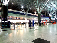 Check-in area, Recife airport (luceknight) Tags: trip travel light brazil people travelling lamp brasil night bag lights airport nightshot sony aeroporto case structure viagem trips lamps bags recife prdio departure mala boarding malas checkin viajar embarque decolagem builing gilbertofreyre guararapes aeroportointernacionaldorecife recifeairport recifeinternationalairport sonydscwx50