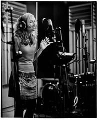 PurephonicSession--32 (Peter Bongard) Tags: leica musician white black mamiya 35mm studio frank 50mm media fuji simone björn pop iso 1600 summicron peter mai vision ii seven soul funk precision groove plugin plus gail medium format neopan session mp f2 benjamin 50 hartmann ilford gospel kamilla recording augsburg gino rz67 502 panf 352 imacon summicronm flextight negpos riccitelli bongard flexcolor colorperfect höfliger purephonic