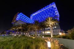 Oliver Bruns-5120.jpg (oliverbruns) Tags: blue streetlight night abu dhabi architecture cleveland clinic abudhabi clevelandclinic