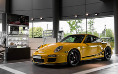 With added Vitamins / 2 (Raph/D) Tags: rouge porsche 911 997 gt3 rs gt3rs renn sport rennsport 911gt3 911gt3rs 38 flat 6 neunelfer german sportscar stuttgart zuffenhausen yellow jaune catchy colors rare paint sample special order phase 2 used car centre velizy retailer auto canon eos 7d mark ii canoneos7dmarkii l series lseries gelb speed vitesse added vitamins 2470mm ef2470mmf28liiusm garage showroom perfect track toy sporty