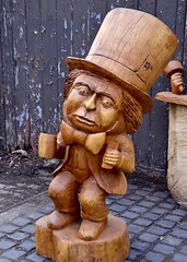 Mad Hatter at Pollok Park (Anne Young2014) Tags: carve wood scotlandfromtheroadside woodcarving madhatter park pollok glasgow