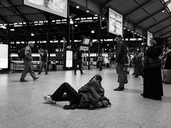 . (Elliott Fusy-Pudal) Tags: blackandwhite bw noiretblanc nb blackwhite noirblanc people trainstation train easydoesit laying chillin france